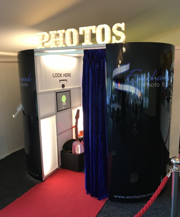 enchanted photobooths selfie time