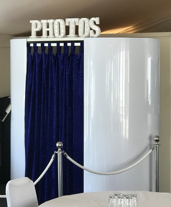 enchanted oval photobooth in white